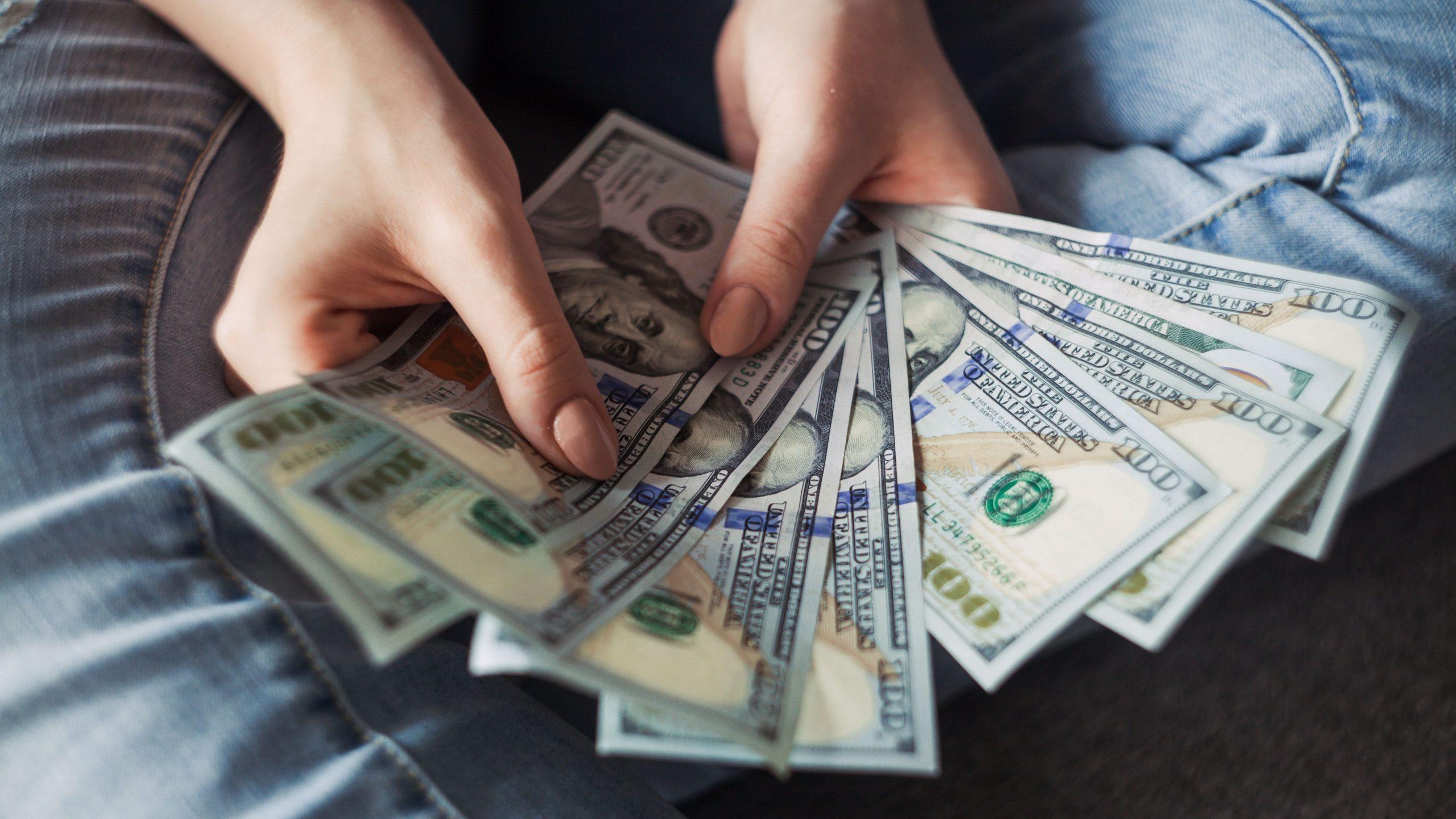 how cam girls make money